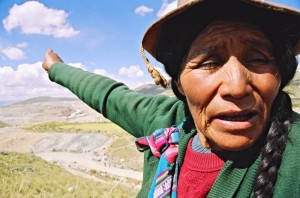 Indigenous woman in Cusco, Peru, shows visitors where her farm has been taken over by a copper mine. Photo by Diego Nebel/Oxfam America