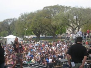 Joy Bryant speaks about climate change and poor people on the National Mall in Washington, DC last Sunday. Photo: Laura Rusu / Oxfam America