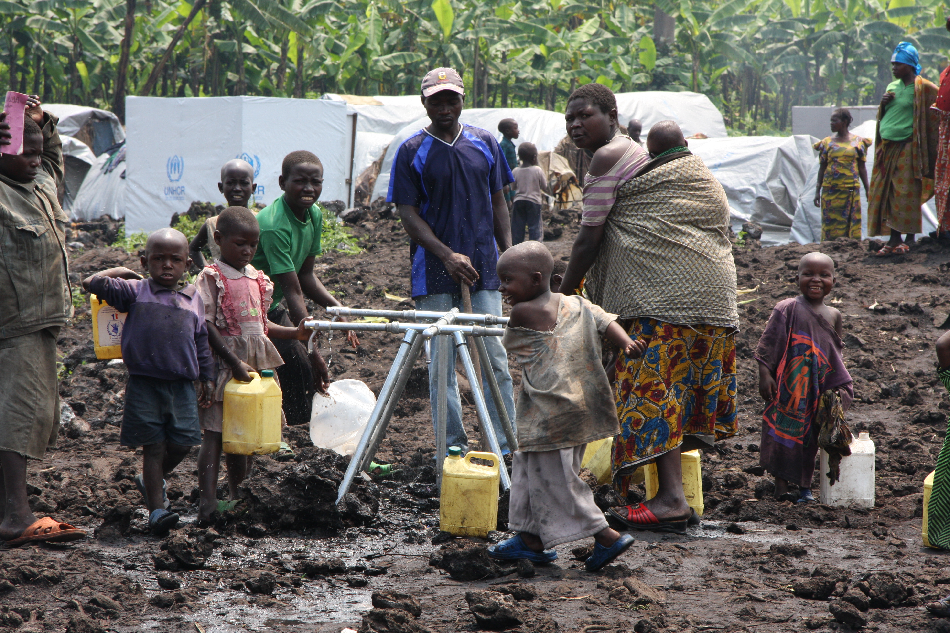 At a camp outside Goma, displaced people collect water to lug home to their shelters. Photo by Liz Lucas/Oxfam America