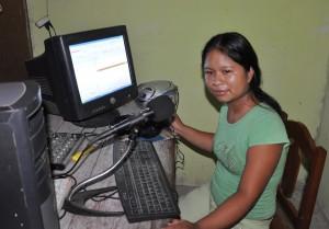 Radio reporter Viviana Gaspar in Pucharini, Peru. (Photo by Chris Hufstader/Oxfam America)