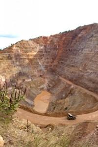 Mine pit in Honduras. Photo by Edgar Orellana / Oxfam America